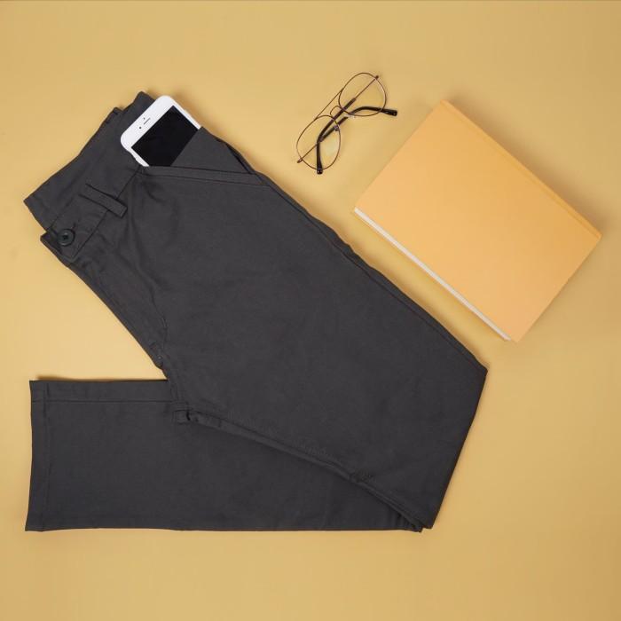 Foto Produk Celana Chino Abu Tua Trustdenim Grek Dark Grey - Abu-abu, 27 dari Trust Denim