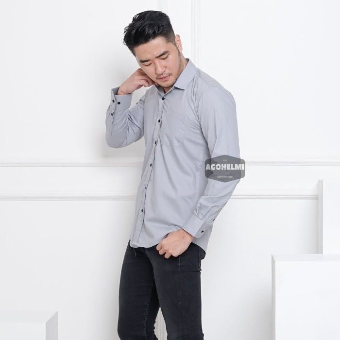 Foto Produk Kemeja Lengan Panjang Pria Polos Abu Muda Soft Grey Slimfit 3346 - Abu-abu Muda, L dari ago helmi shop
