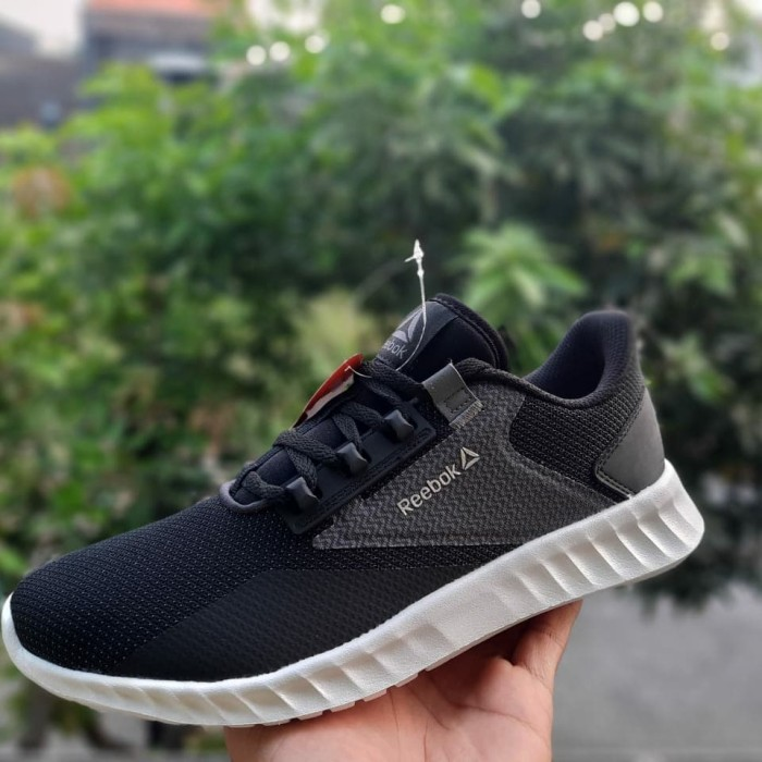 Habubu Máxima traducir  Jual sepatu hitam sekolah reebok energylux driftium black sepatu reebok 37  - Kota Semarang - sepatubayi | Tokopedia