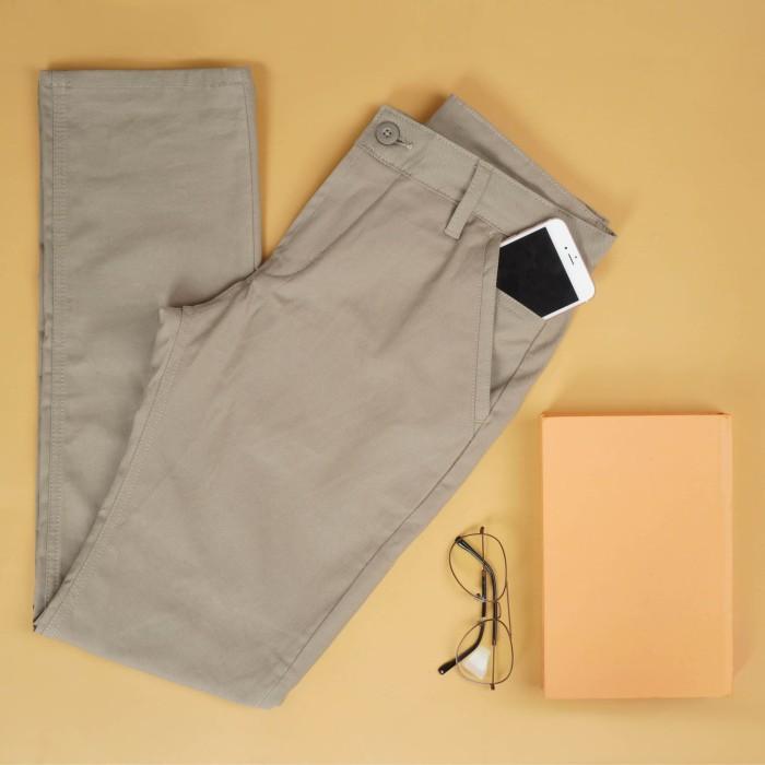 Foto Produk Celana Chino khaki Trustdenim Blast Khaki - 28 dari Trust Denim