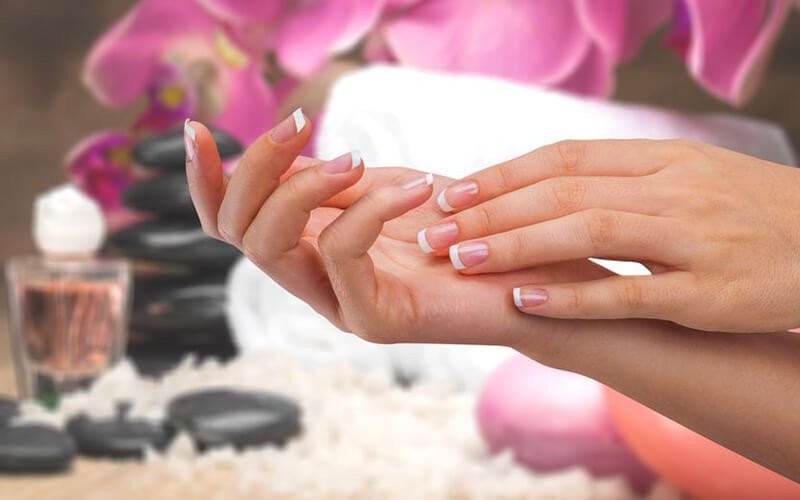 1x Pro Spa Express Manicure + Soak Off Gel Color + Gel Color + Massage + Nail Cuticle Oil (by OPI)