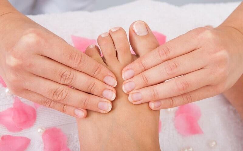 1x Foot Massage / Reflexology + Foot Bath & Salt + Complimentary Drink (60 Menit)