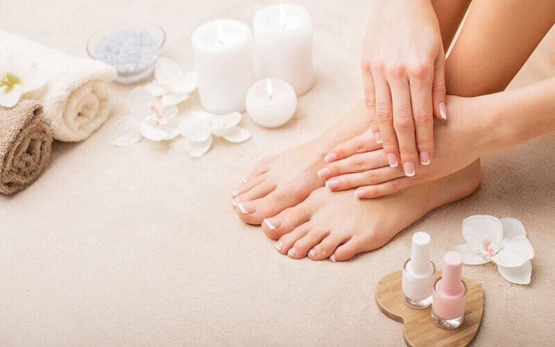 1x Manicure / Pedicure + Regular Polish