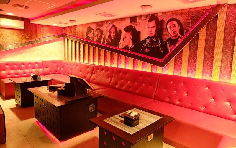 2 Jam Karaoke di Deluxe Room (Maksimal 12 Orang)