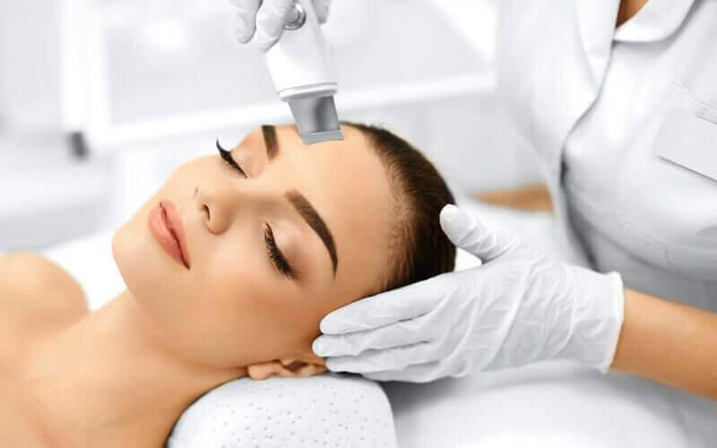 1x Microdermabrasi: Deep Pore Cleansing + Diamond Dermabrasion + Facial + Totok Wajah (60 Menit)