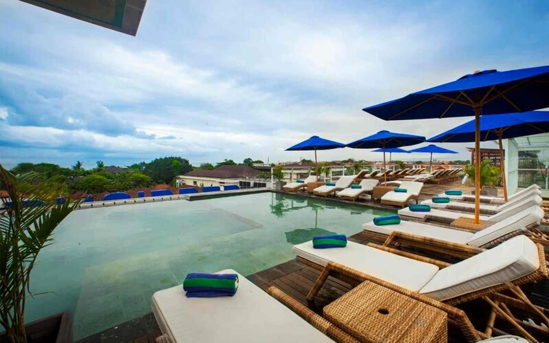 [Buy 1 Get 1] Day Pass Pool Package + 1 French Fries + Ice Tea + Towel - Dine in