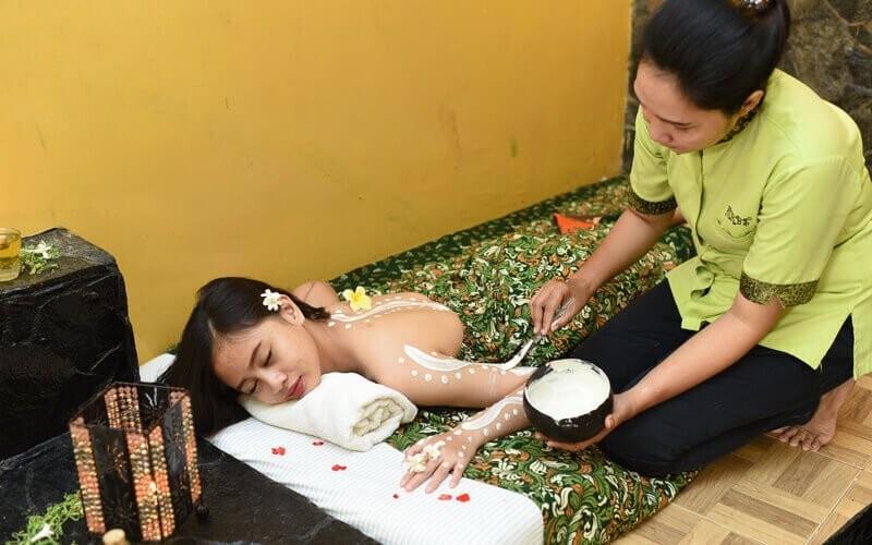 [Ngagel Madya] 1x Whitening Spa + Body Massage + Scrub + Ginger Tea Durasi (60 Menit)