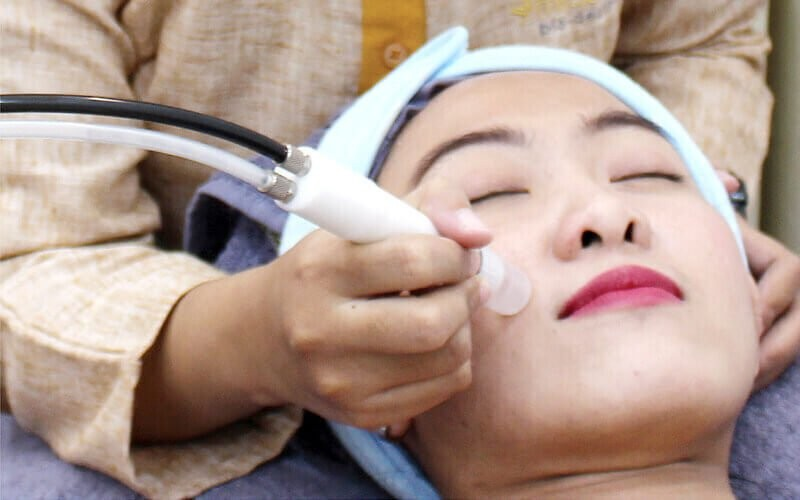 Micro Crystal Oxy Treatment for All Skin Type + Serum + Germany Face Mask + Face & Shoulder Massage + Free Konsultasi