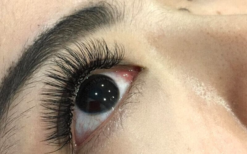 1x Natural Eyelash Extension + Eyepatch + Brush Lash