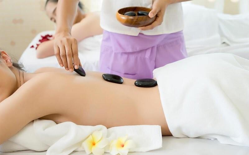 1x Hot Stone Massage & Therapy (120 Menit)