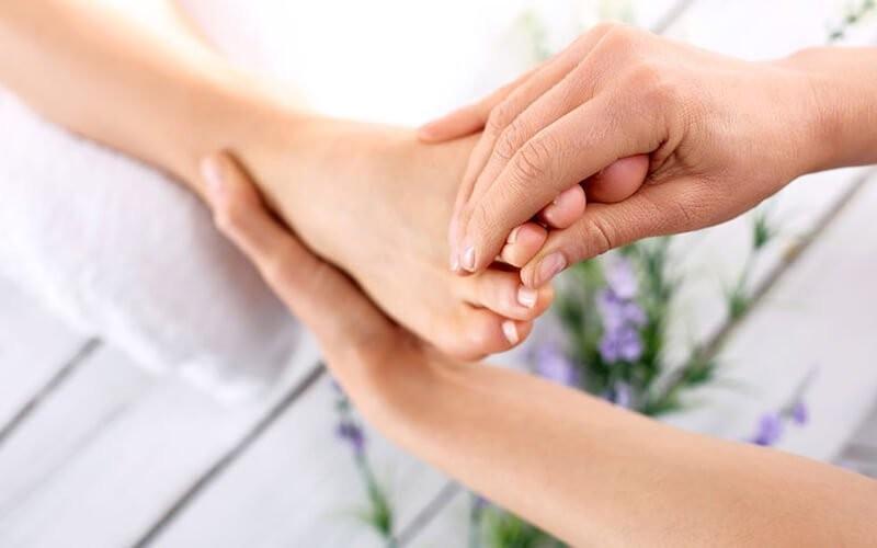 1x Refleksi Foot Massage + Hand, Body & Head Massage (60 Menit)