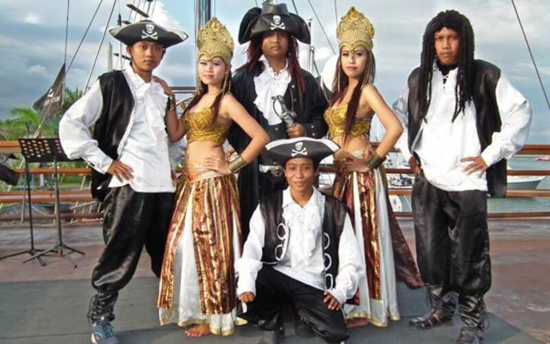 Denpasar: Ticket Experience Pirates Dinner Cruise for Adult