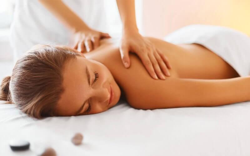 1x Traditional Body Massage + Head Massage + Hand Massage + Foot Massage + Foot Bath + Welcome Drink + Herbal Drink (120 Menit)