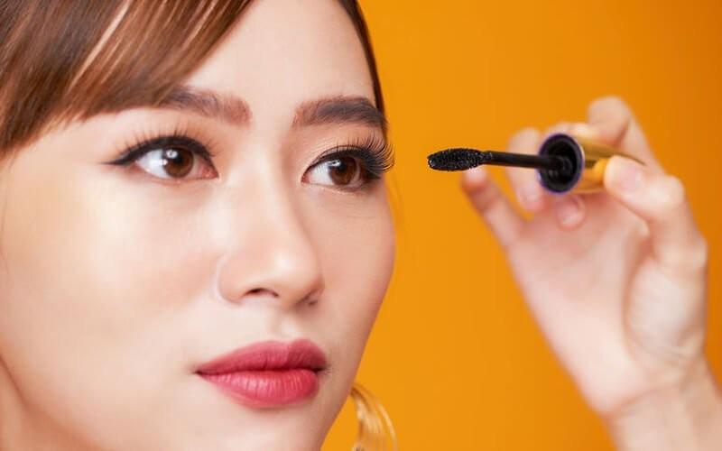 1x Korean Single Lash + Manicure + Nail Gel