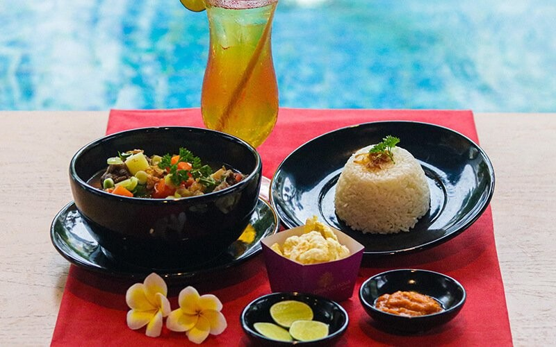 Pool Package + Sop Buntut Grand Inna + Drink + Towel