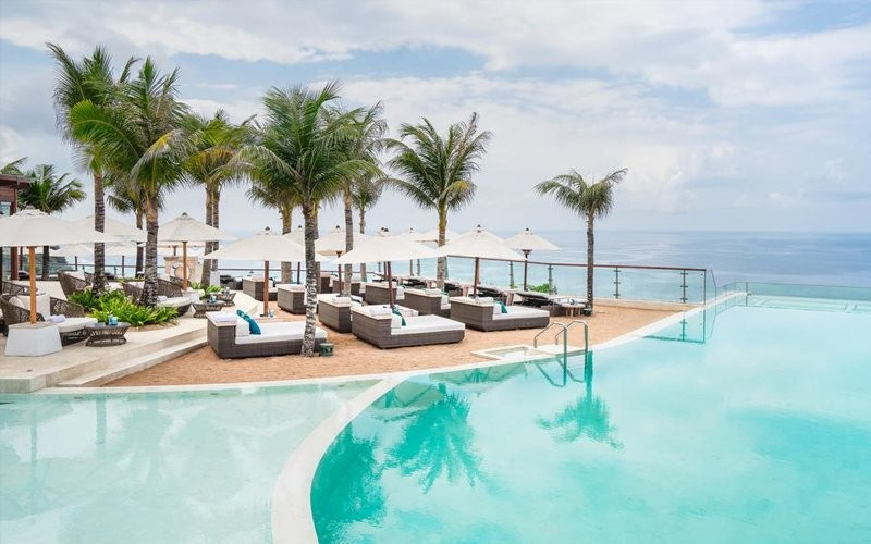 1 Day Pass Oneeighty° Bali  + Voucher IDR 250.000 for Food & Beverage + Towel + Sun Bed