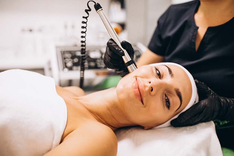 [Jalan Raya Gunung Anyar Sawah No 24 Surabaya] Completed Package Facial Detox  Glowing Peel  Stem Cell Anti Aging With Massage FREE EYE TREATMENT from Dryk Skin Care - Magic Lifting Peel