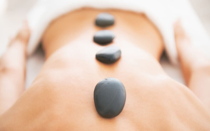 Hot Stone Massage (90 Menit)