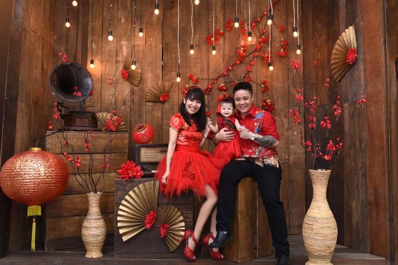 [Jalan Sutorejo Prima Selatan XI  PH 42] Photography Photo Studio Family Complete  Gown  Suit by Dzanka Photo  Video - Family Picture B