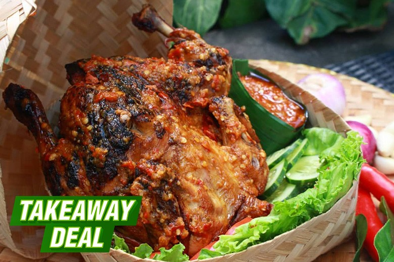 [Jalan Tunjungan No 101 Surabaya] TAKEAWAY Paket Ayam Besek untuk Keluarga dari Swiss-belinn Tunjungan Surabaya - Ayam Besek Betutu  Taliwang 1 ekor