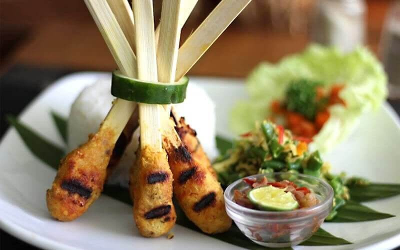 Balinese Package Set Menu for 4 Person + Free Pool Facility