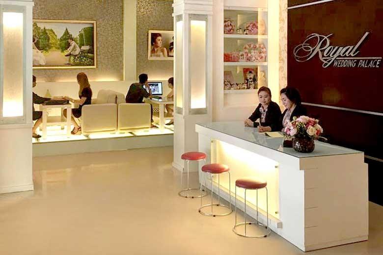[JLNegara No 49 ABC Medan] Feel the Relaxing Treatment by Royal Wedding Palace Khusus Wanita  - Body Massage  Steam  Body Scrub  Masker Lilin  V SPA  120 Menit