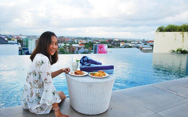 Set Menu Makanan + Minuman at Rooftop Untuk 4 Orang