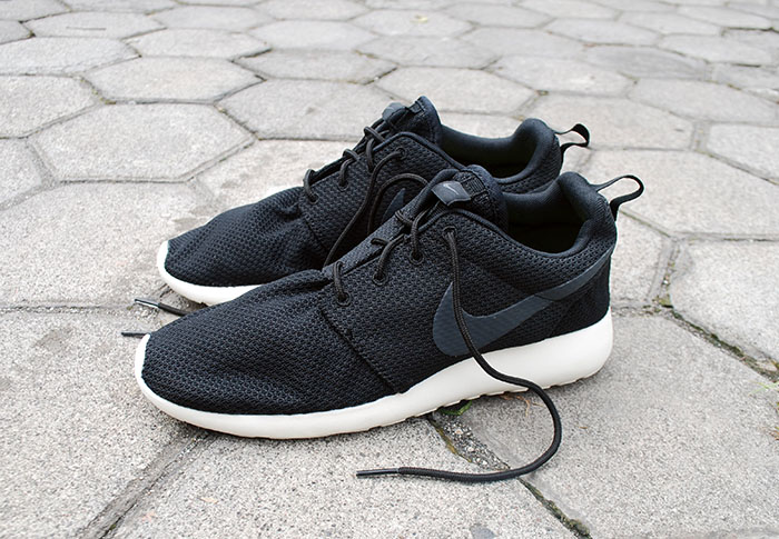 8f5ea13fa968 ... spain jual nike roshe run black white kedai sepatu tokopedia . 08556  39fda