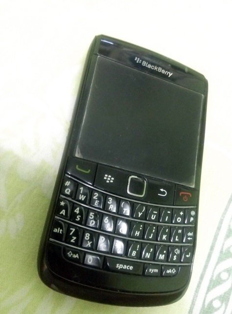 Jual BB Blackberry Onyx 2 9780 Fullset Ex TAM mulus, normal, segel
