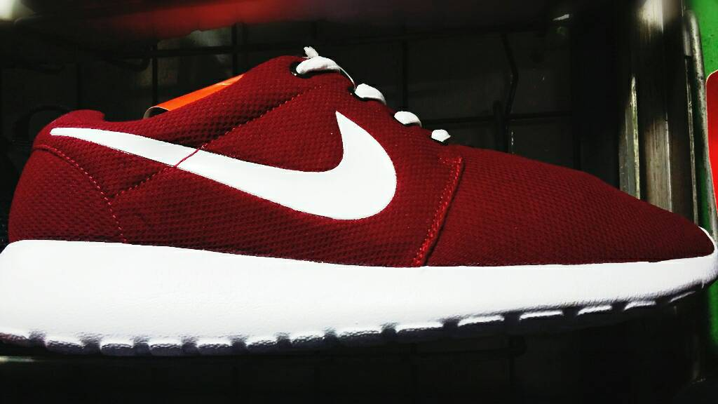 Sepatu Sport Nike Roshe Run For Man ( Cowok ) Merah Marun Murah . 830c7431dd