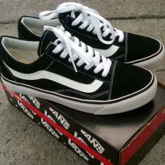 sepatu vans authentic black white