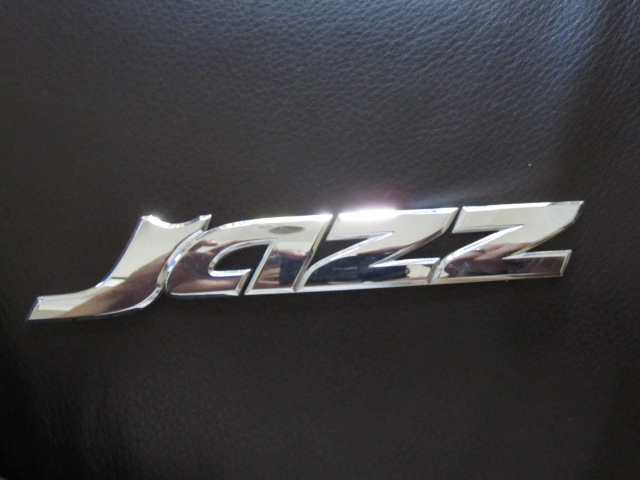 Emblem Jazz Chrome