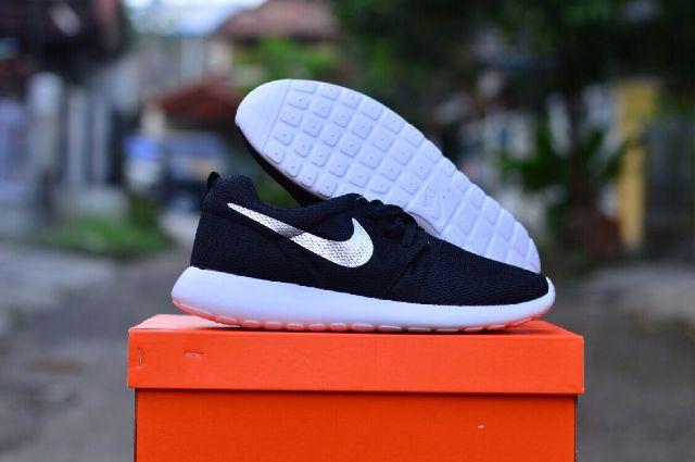 Nike Roshe Courir Institut De Bandoeng Dorigine