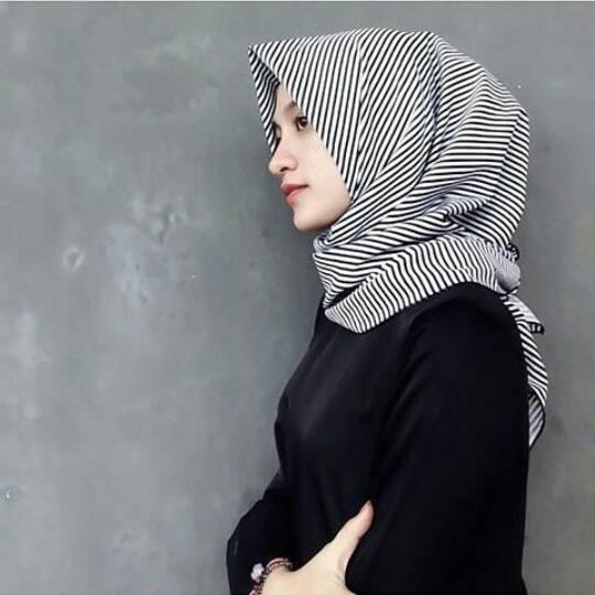 hijab kerudung monochrome salur stripes hitam pashmina & segiempat