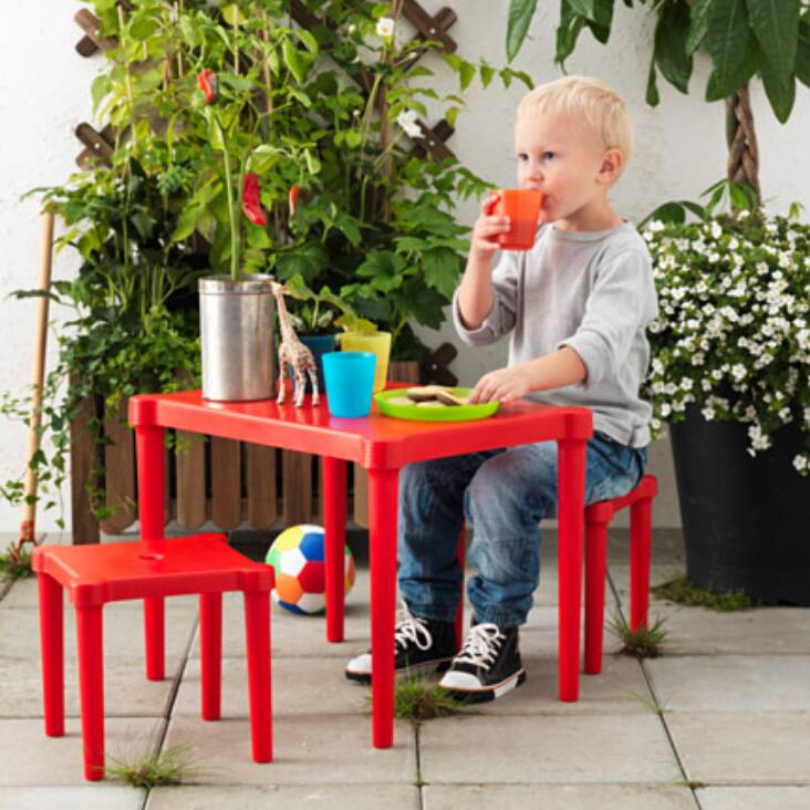 IKEA UTTER, Meja anak dengan 2 bangku, dalam/luar ruang merah merah