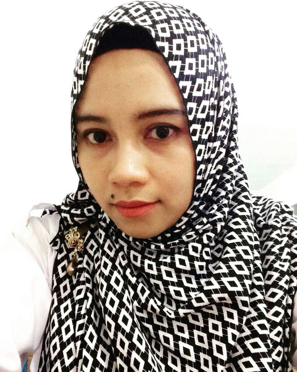 harga jilbab/kerudung murah segi4 monocrom rayon 115x115 belah ketupat Tokopedia.com