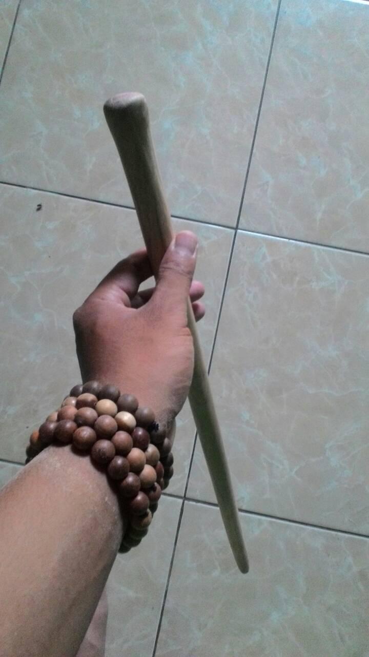 tongkat komando kayu bertuah Sulastri