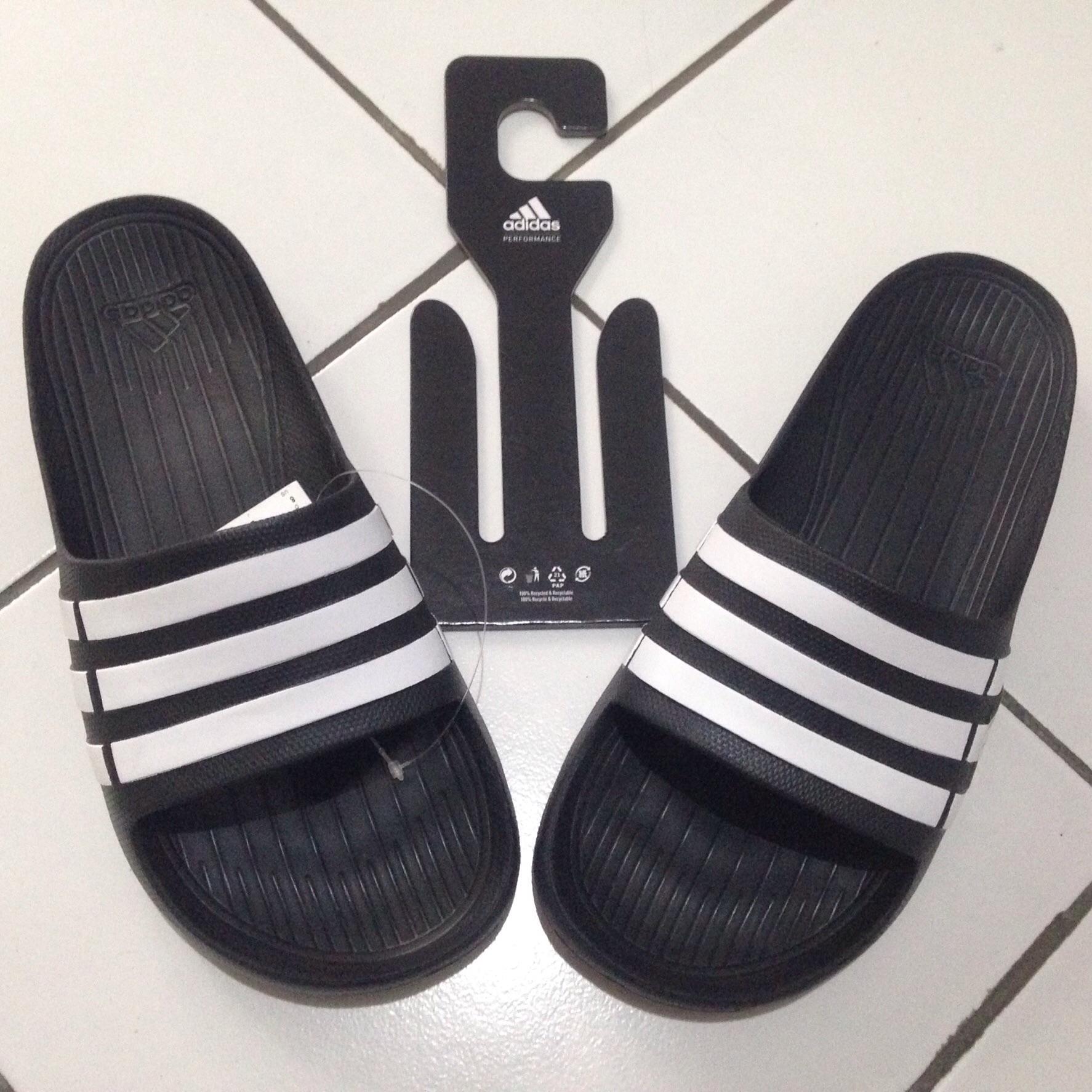 Terjual Adidas Sendal Pria Amp Wanita Adissage Voloomix