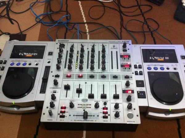 harga BU SEBELUM NATAL DJ SET PIONEER CDJ 100 + MIXER DJX 700 BEHRINGER ! Tokopedia.com
