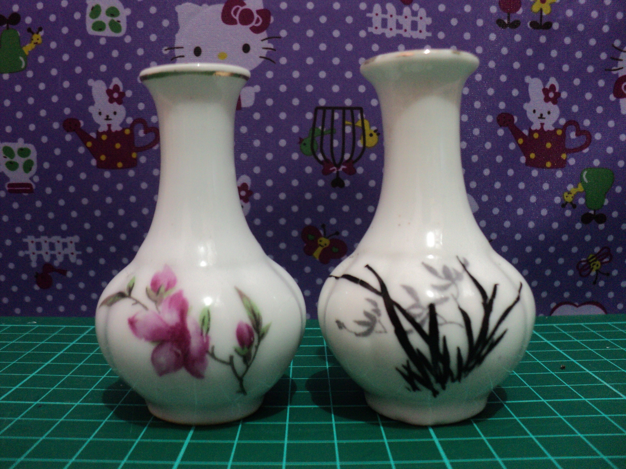 Miniatur Guci China Unik Bahan Keramik Motif Bunga (Set 2pcs)
