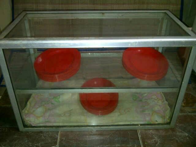 etalase kaca untuk makanan