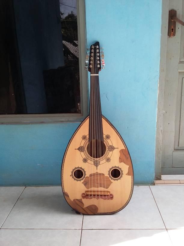 alat musik tradisional - gitar arab clasic