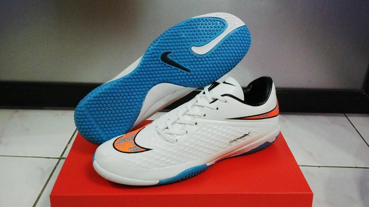 Jual Sepatu Futsal Nike Hypervenom Putih List Orange - Bobos Shop ... e57ea4441d
