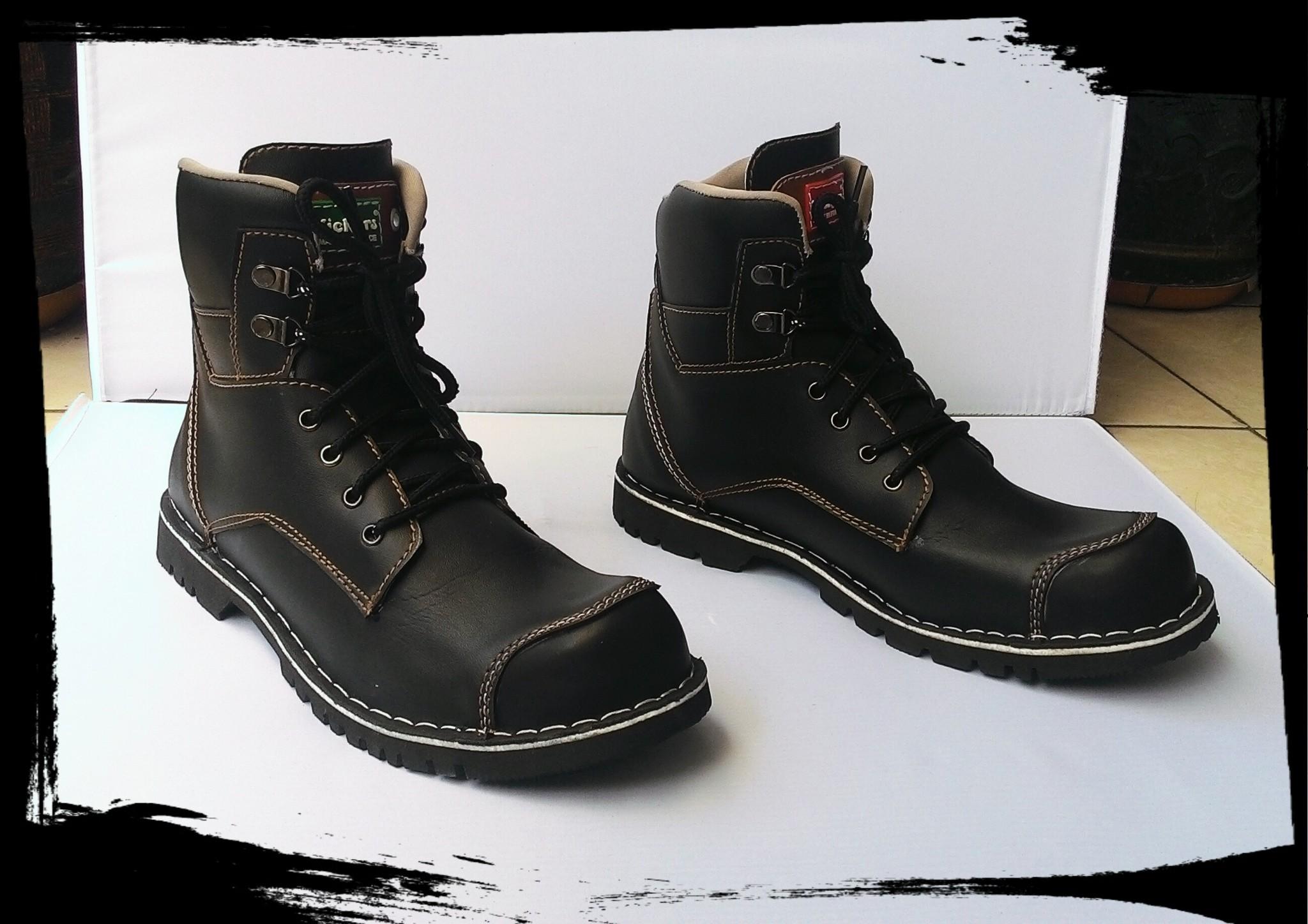 Jual Sepatu Boots Kickers Safety Warna Hitam Licin Sol Karet Mentah Laavoila