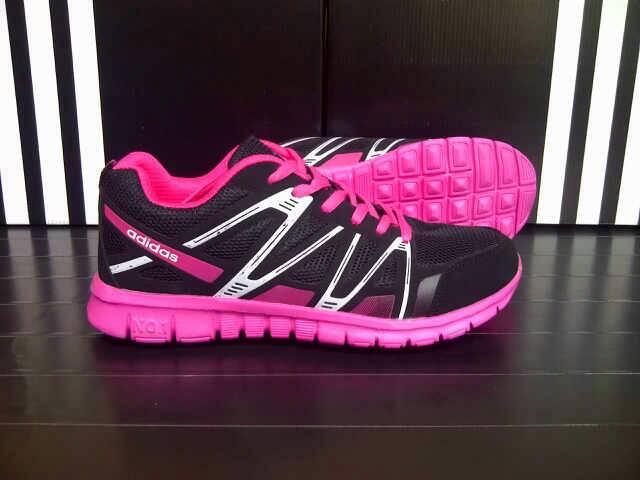 sepatu sport adidas untuk wanita