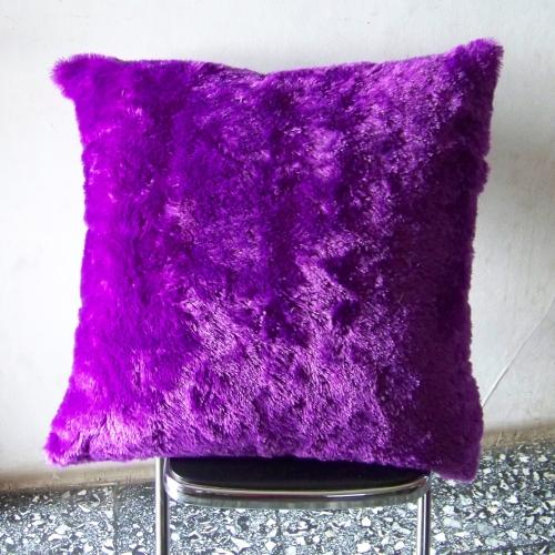 Jual Sarung Bantal Lantai Bulu Ungu Tua Ukuran 70 x 70 cm