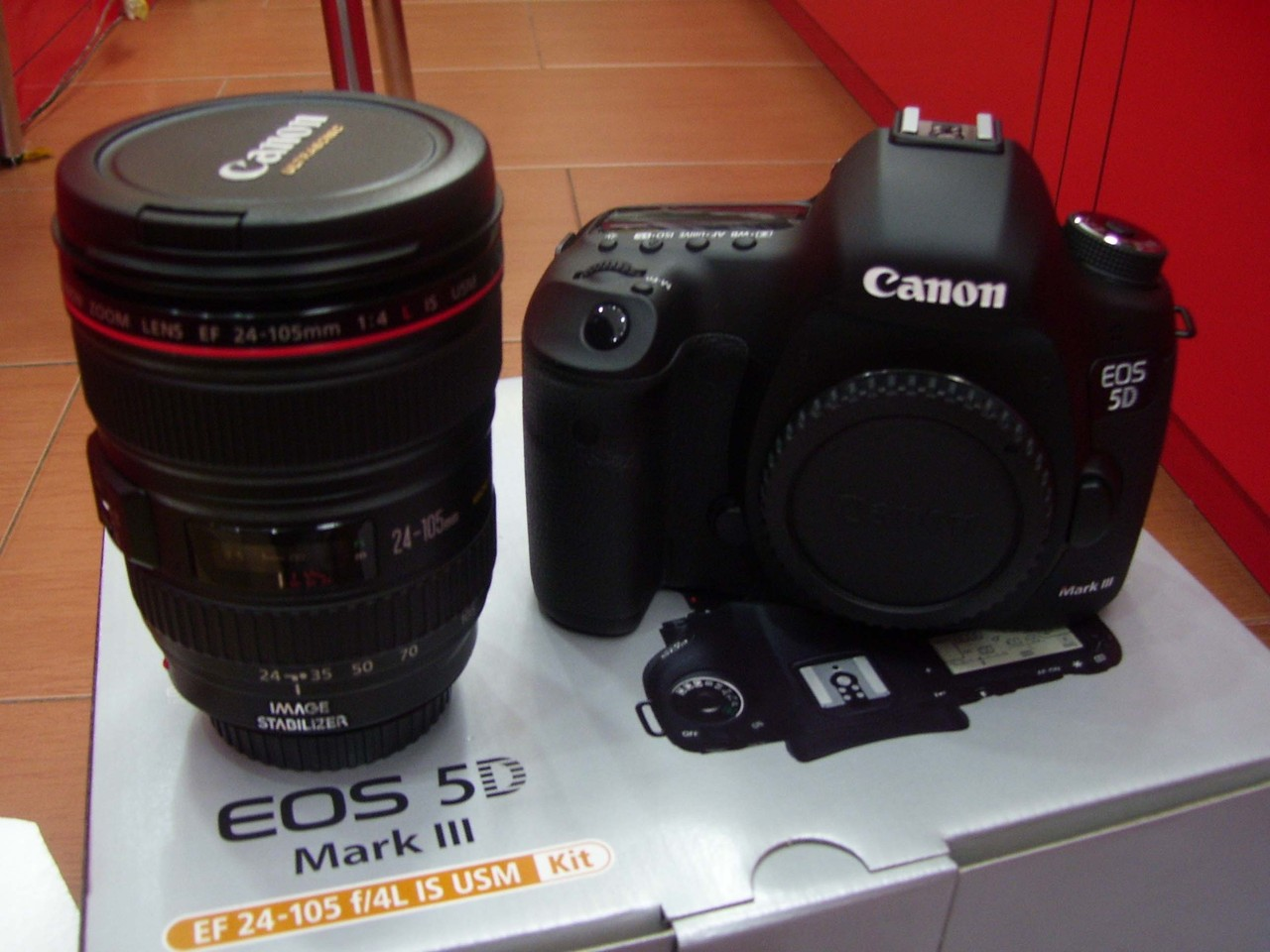 Canon eos 6d 202 mp cmos digital slr camera ef24-105mm is lens kit