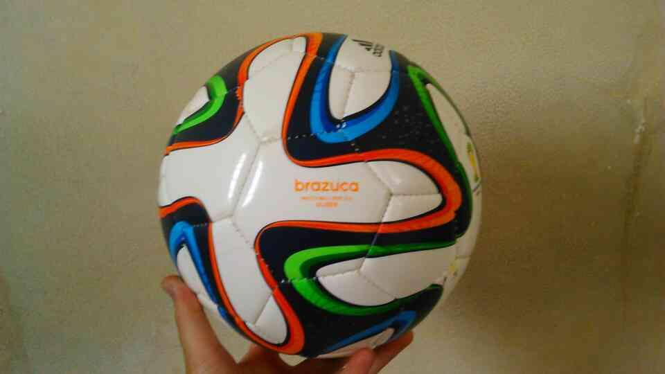 55ca0bd6c1 bola adidas futsal brazuca