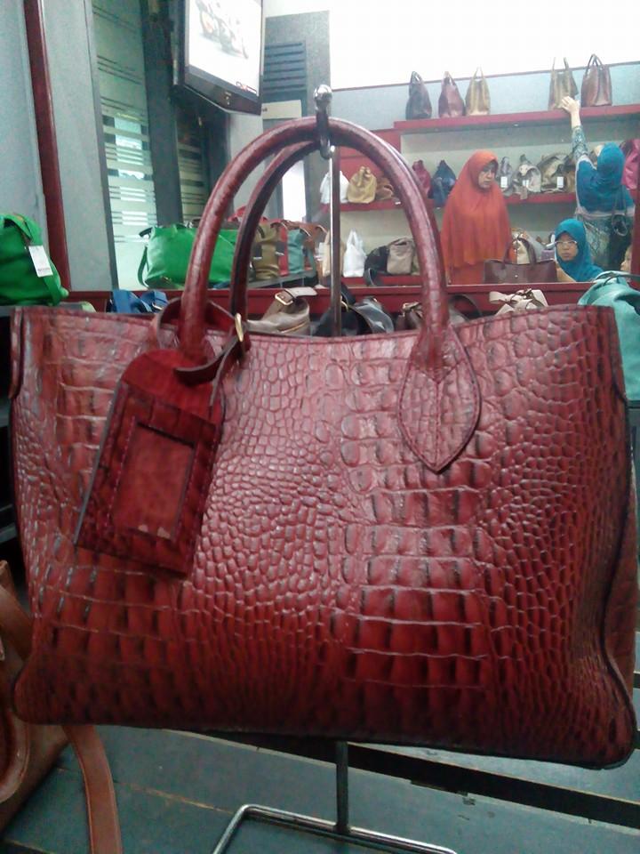 Jual tas kulit sapi original model handbag print motif buaya - Tas Kulit ... 993ba3f70e