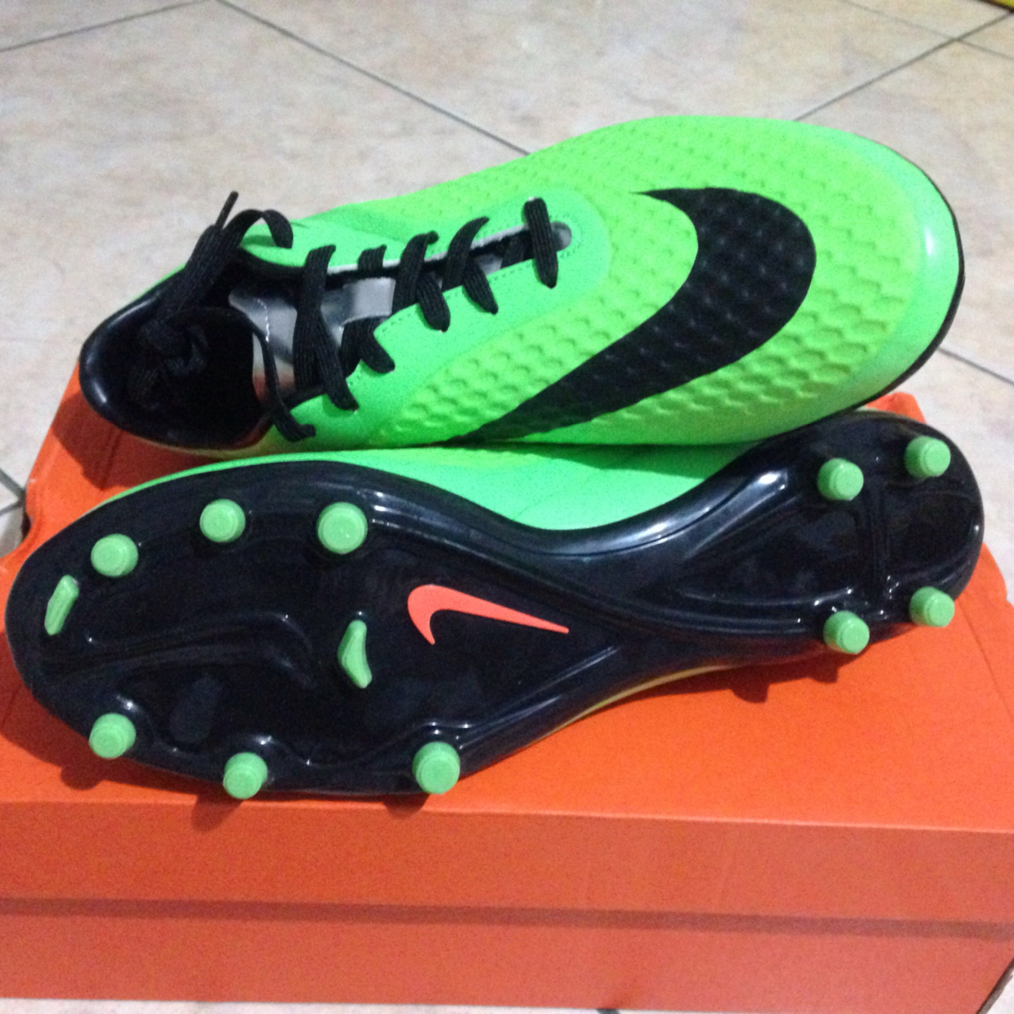 Keunggulan Nike Hypervenom Phelon 2016 Sepatu Futsal Ii Ic 749898 703 Hijau Volt Separu Bola Fg Size 42